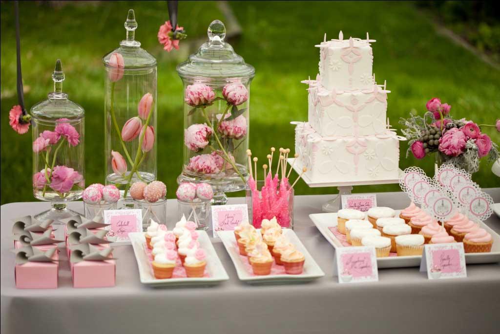 Mesas de postres 5 motivos para elegirlas for Mesa de postres para boda